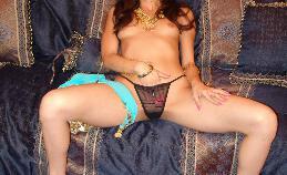 Indiaas model Aruna propt een lul in haar kutje