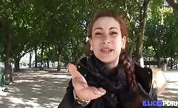 Frans Model Carlie is een grote fan van anaal en trio