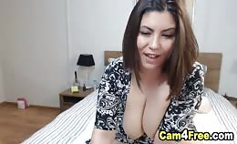 Buurmeisje met lekker grote Borsten voor de webcam