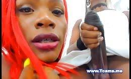 Shemale plaagt haar vriendin met haar BBC